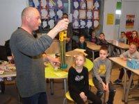 Basisschoolleerlingen krijgen boer in de klas