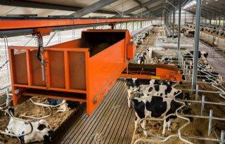 Instrooirobot voor stro en biobedding