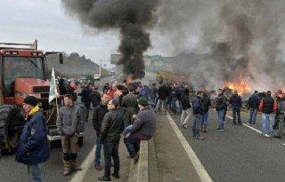 Franse+en+Griekse+boeren+blokkeren+wegen