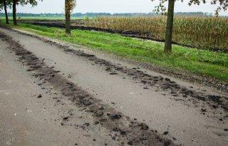Schoonmaaktips waterschap voor vervuilde weg na oogst