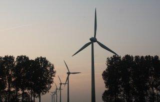 Omgevallen+windmolen+Jorwert+mist+boerderij