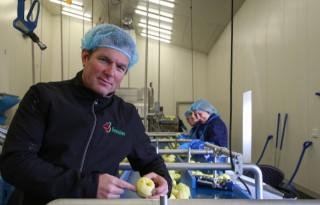 Fruitteler+Vereecken+houdt+zelf+het+stuur+in+handen+in+productieproces