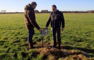 Boeren+bij+Zeijen+houden+met+sensoren+voeten+droog