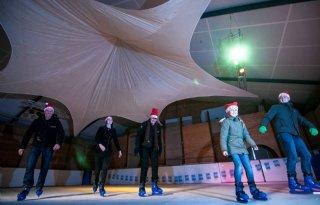 Akkerbouwers openen ijsbaan in Wehe-den Hoorn