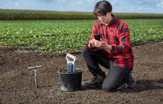 In+het+veld+bodemanalyses+uitvoeren