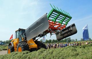 Nieuwe kuilverdeler Holaras verdeelt gras snel
