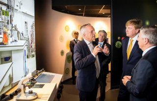 Koning opent beleefcentrum Koppert