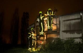 Brandweer leert van mestgassen bij varkenshouder