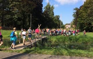 Duizenden wandelaars over de vloer bij Groningse boeren