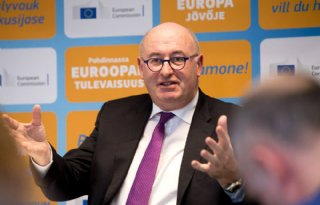 Hogan+wil+%C3%A9%C3%A9n+prijsbeleid+voor+Europese+Unie