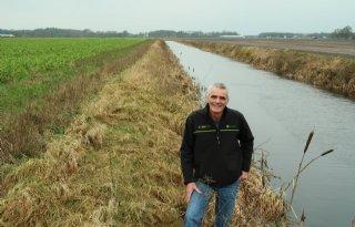 Boeren+Nieuwlande+pakken+grote+waternavel+aan
