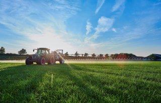 Het is nu tijd voor onkruidbestrijding in grasland