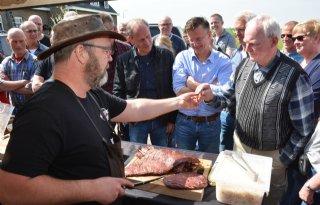 Klanten+van+slager+bezoeken+vleesveehouder