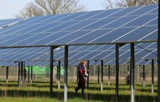 Noordoostpolder+wil+zonneparken+bij+windmolens