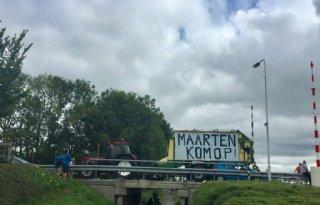 Boeren+schijnen+Van+der+Weijden+bij+tijdens+Elfstedenzwemtocht