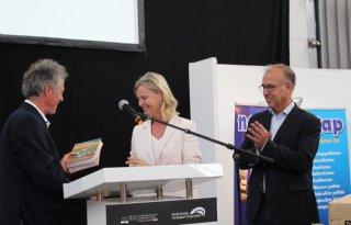 Presentatie+vuistdik+handboek+voor+aardappelen+op+demodag