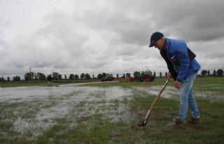 Boeren+gaan+droogte+en+muizen+met+water+te+lijf
