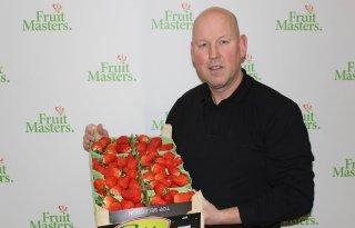 FruitMasters+veilt+eerste+kistje+aardbeien