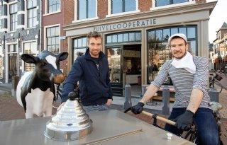 Melkveehouder+en+chef%2Dkok+openen+zuivelco%C3%B6peratie