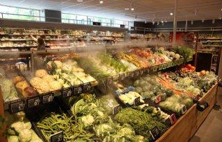Zorg+50Plus+om+dry+misting+in+supermarkt