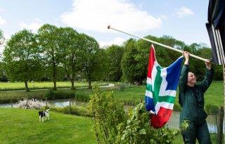 Boeren+hangen+vlag+halfstok+na+aardbeving