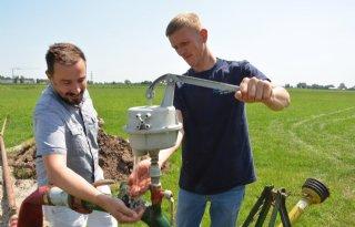 Boeren+pompen+massaal+grondwater+op