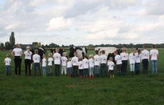 Kinderen+Toldijk+delen+boerenhapjes+uit