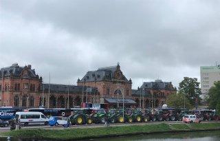 Boeren+delen+broodjes+uit+op+hoofdstation+Groningen