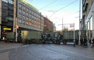 Defensie+blokkeert+met+vrachtwagens+Haagse+binnenstad