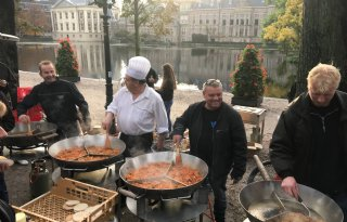 Inwoners+Den+Haag+genieten+van+boerenontbijt