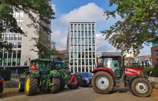Boeren+blokkeren+hoofdkantoor+FrieslandCampina