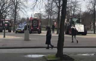 Boeren+mogen+tot+22+uur+protesteren+bij+Binnenhof