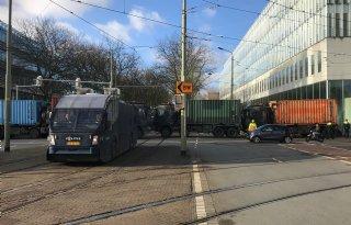 Legertrucks+paraat+voor+boerenprotest+in+Den+Haag
