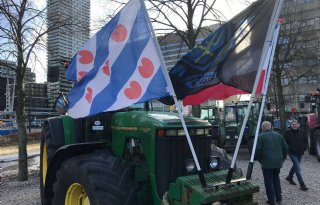 CDA+kibbelt+met+Farmers+Defence+Force+tijdens+boerenprotest
