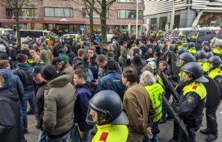 Smet op protest: ME aanwezig bij LNV