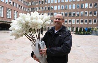 Bloemenhandel biedt ministerie brandbrief aan