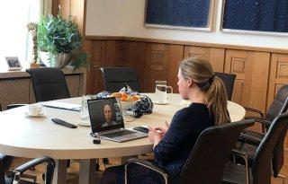 Minister+Schouten+videobelt+met+zorgboer