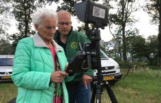 90-jarige Marie Horst zoekt met drone naar reekalfjes