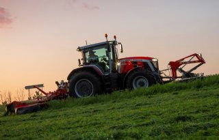 MF+8S%2E265+Dyna+E%2DPower+Exclusive+wint+Tractor+of+the+Year+2021