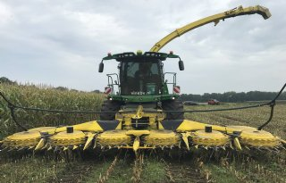 Grootste maishakselaar rijdt in Drenthe
