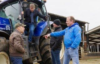 Van der Tak in gesprek met Achterhoekse FDF-boeren