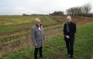 Grondeigenaar en boer werken samen aan duurzaam openbaar groen
