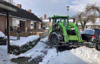 Boeren+helpen+burgers+uit+de+sneeuw