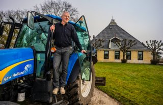 Pieter Deinum is melkveehouder en uitvaartverzorger
