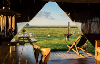 Roompot duikt in luxe kamperen bij boer