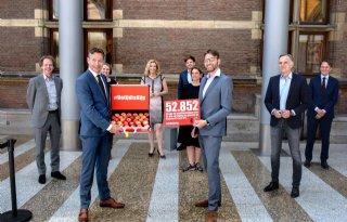Dirk van den Broek dient petitie btw-verlaging groente en fruit in
