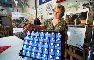 Kinderen zien bij Klasseboeren waar voedsel vandaan komt