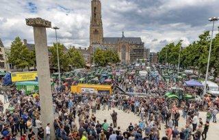 NVWA+onderzoekt+kalveren+bij+boerenprotest+Arnhem