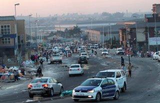 Boeren+slachtoffer+van+plunderingen+en+geweld+Zuid%2DAfrika