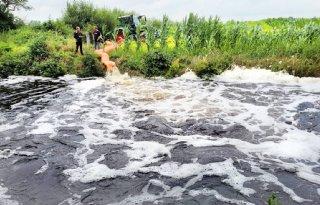 Loonbedrijf+pompt+nog+steeds+water+weg+in+Noordoost%2DFriesland